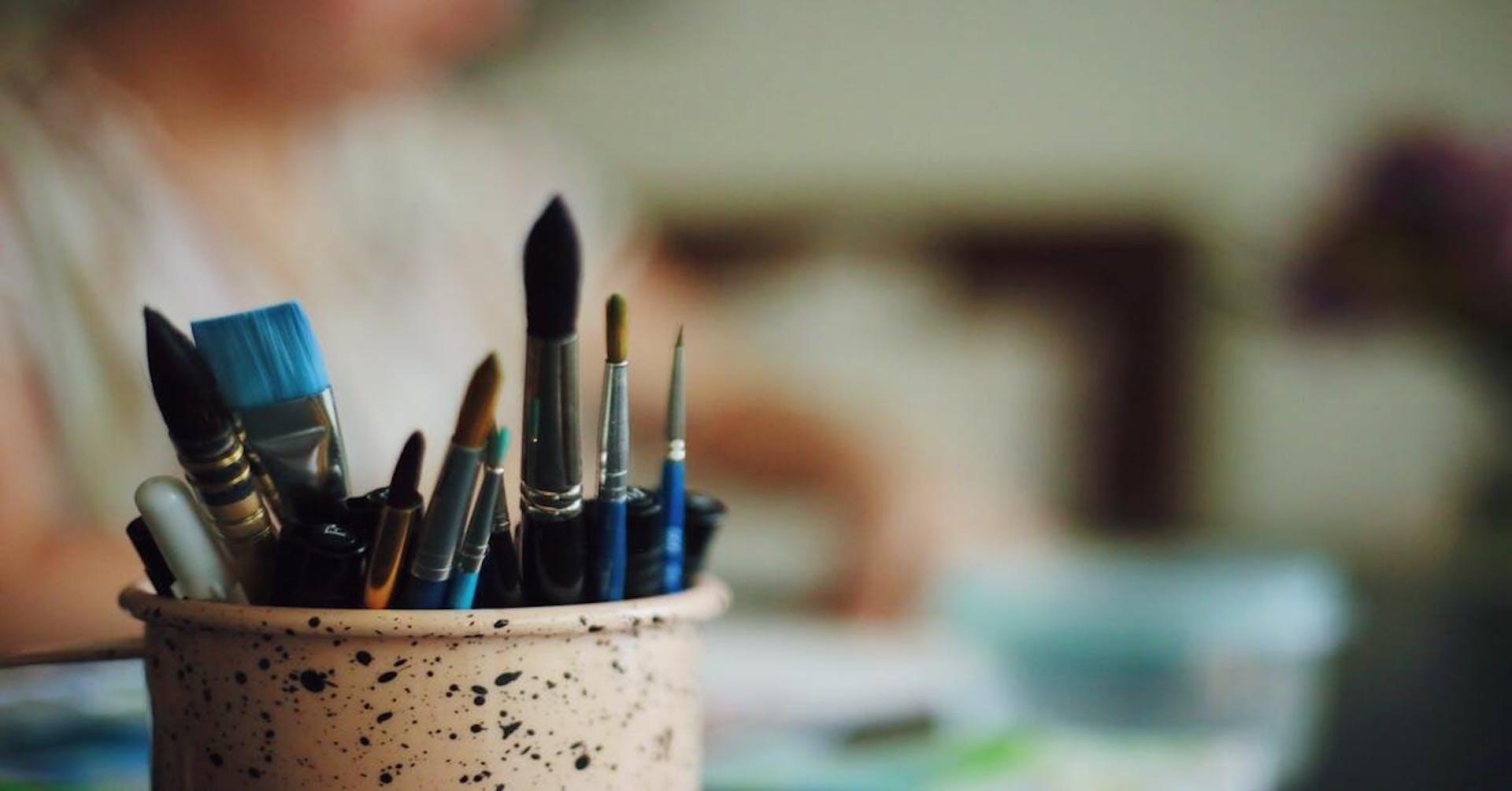 Aprende cómo quitar pintura acrílica de la ropa y pinta sin miedo
