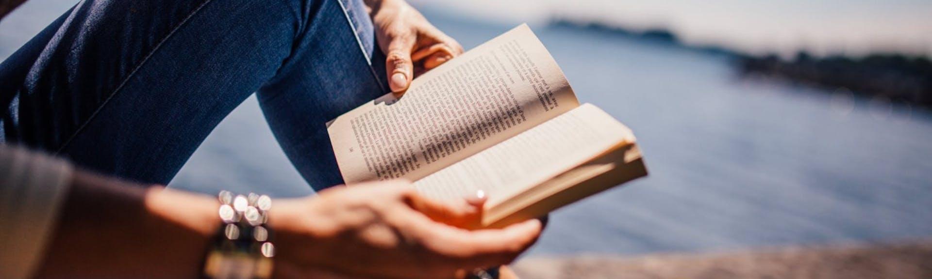 Tipos de narrador en una novela: conoce la voz que conecta al lector con la historia