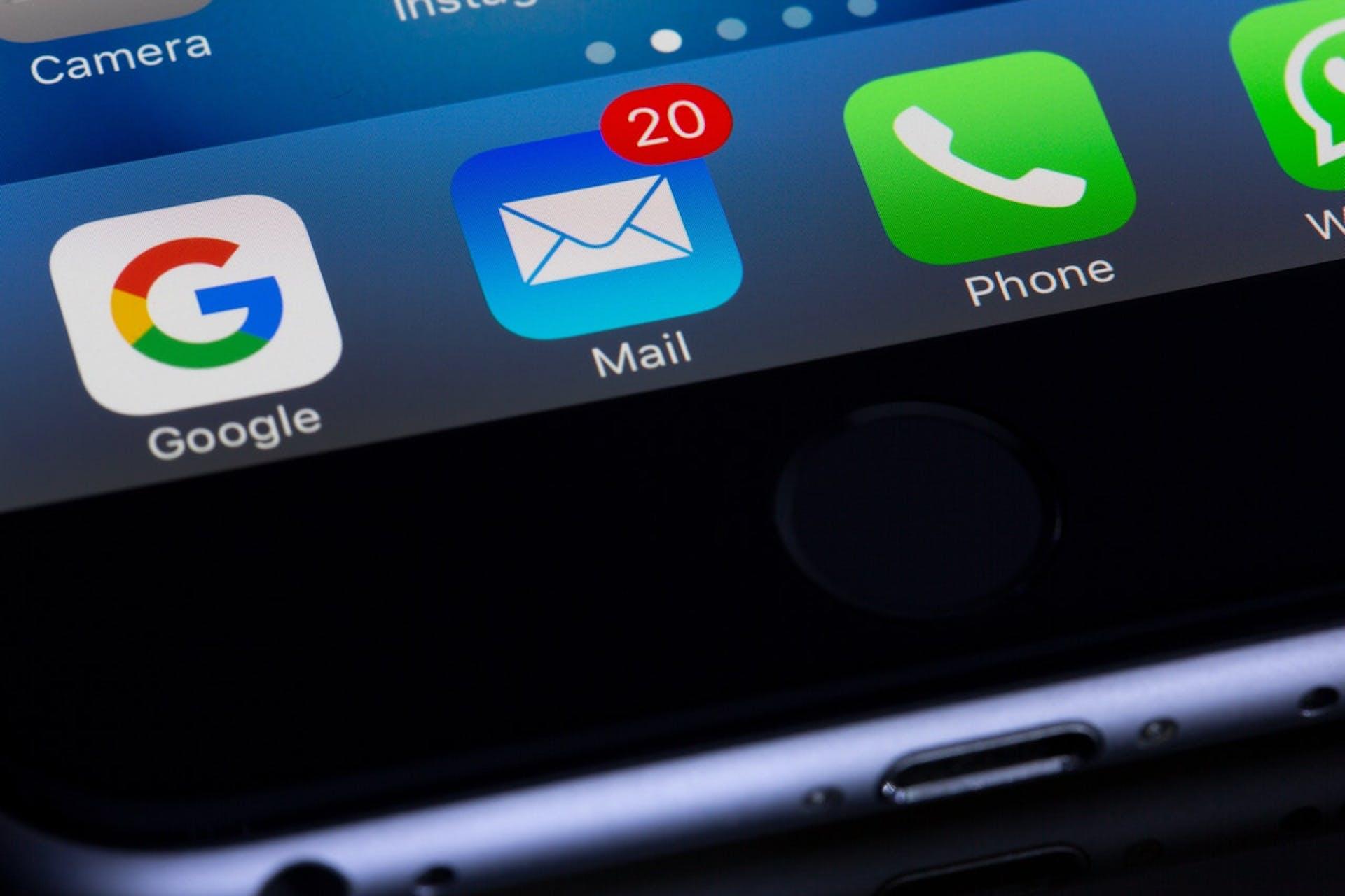 Inspírate con estos ejemplos de email gif. Nunca dejarás de usarlos