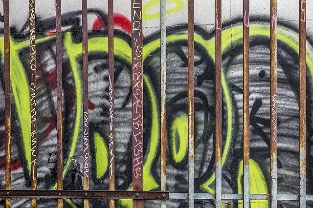 hacer graffiti throw up