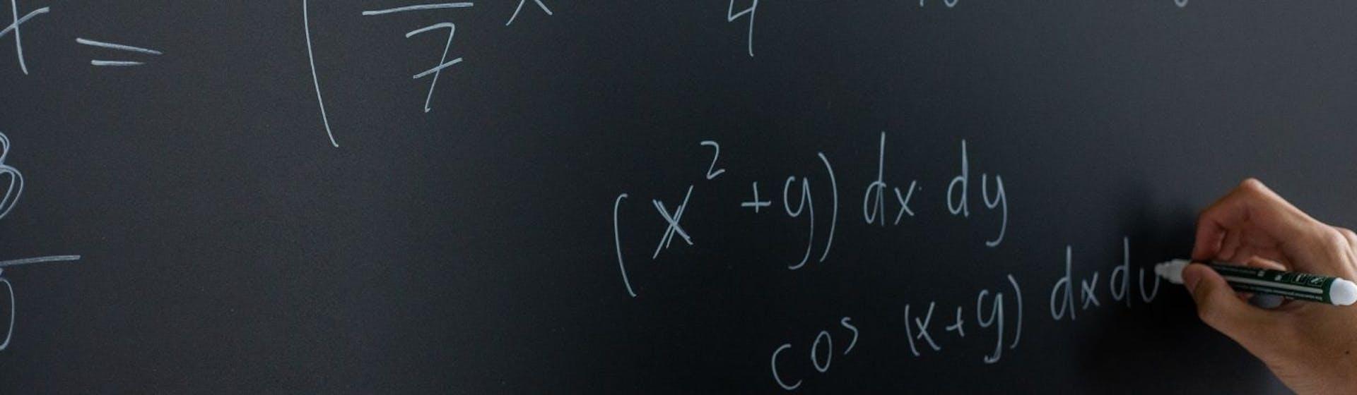 ¿Cómo factorizar ecuaciones sin terminar peleado con los números?