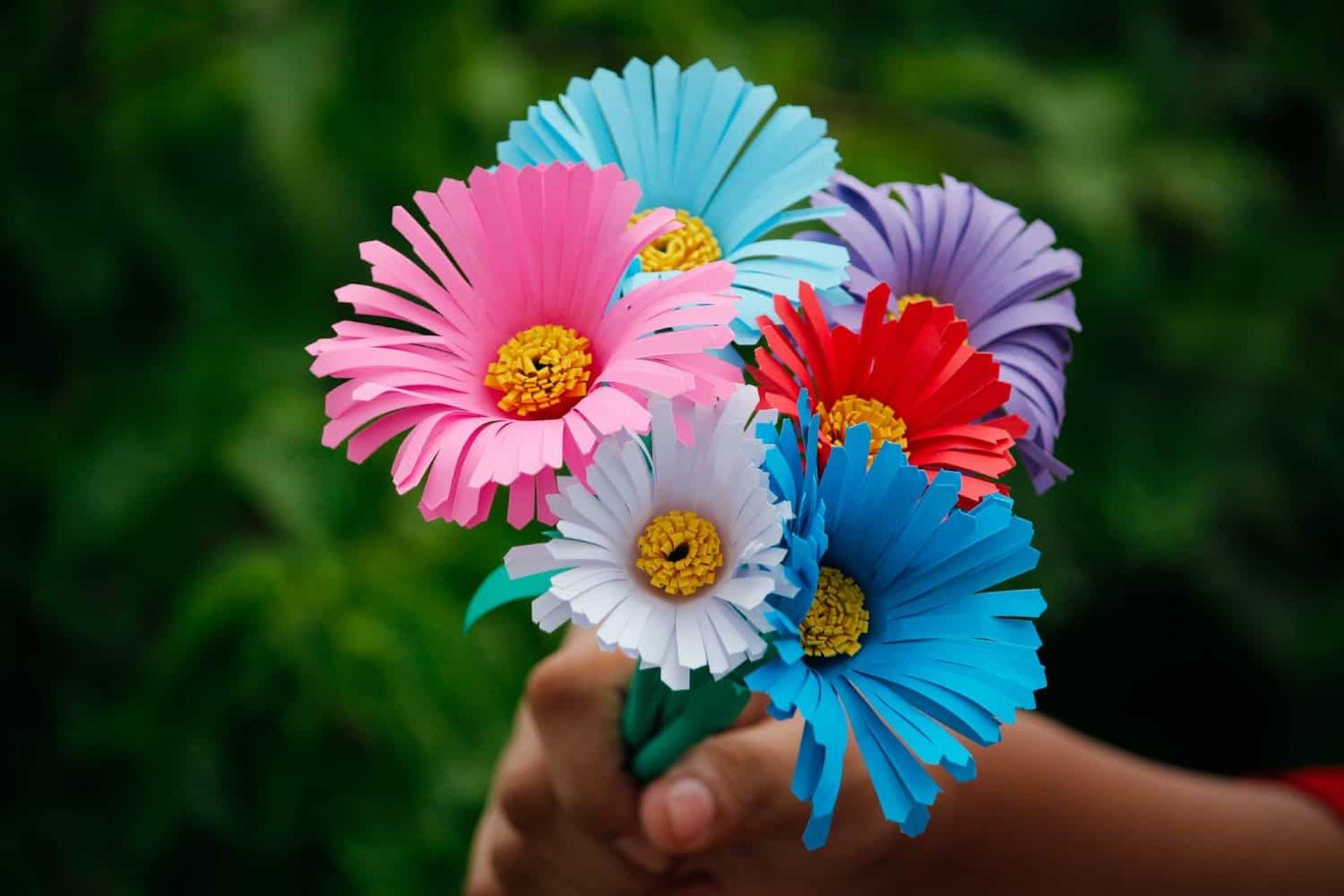 ¿Cómo hacer flores de papel? 5 diseños fáciles y bonitos para decorar tu casa