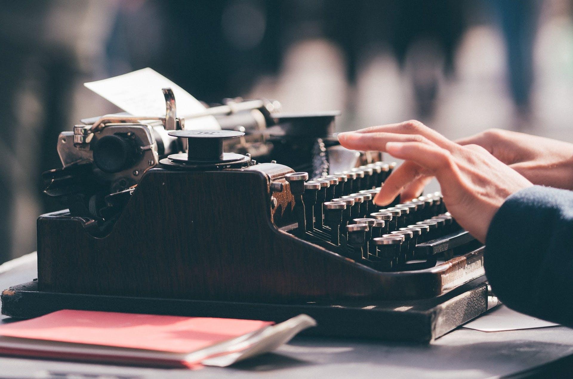 ¿Cómo escribir un libro? 7 consejos que te convertirán en un gran escritor