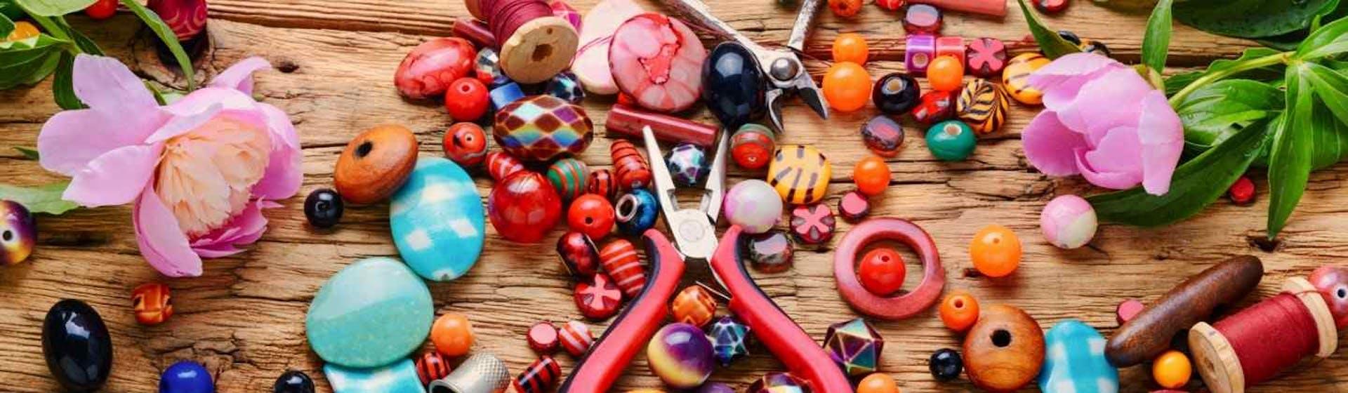 +5 materiales de bisutería imprescindibles para enamorarte de las manualidades