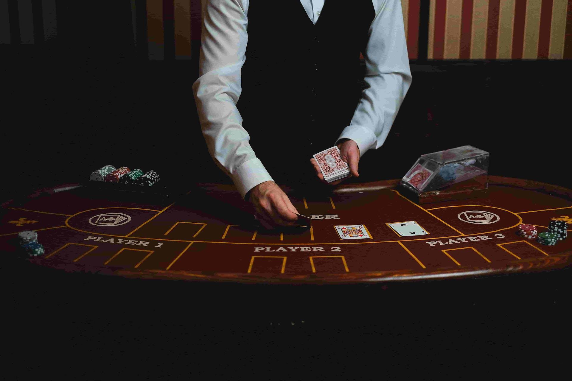 Conoce las jugadas de Poker y deja a tus rivales sin palabras