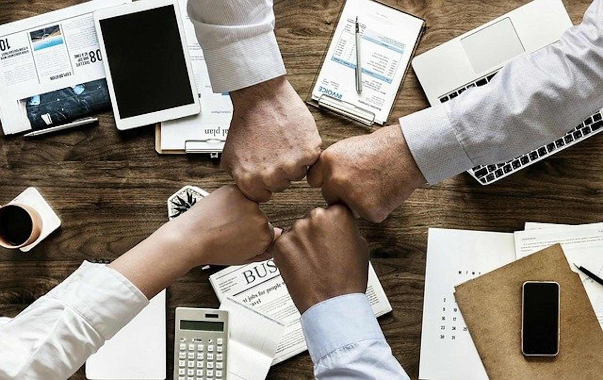¿Cómo hacer una lluvia de ideas? Consejos para materializar proyectos con tu equipo de trabajo