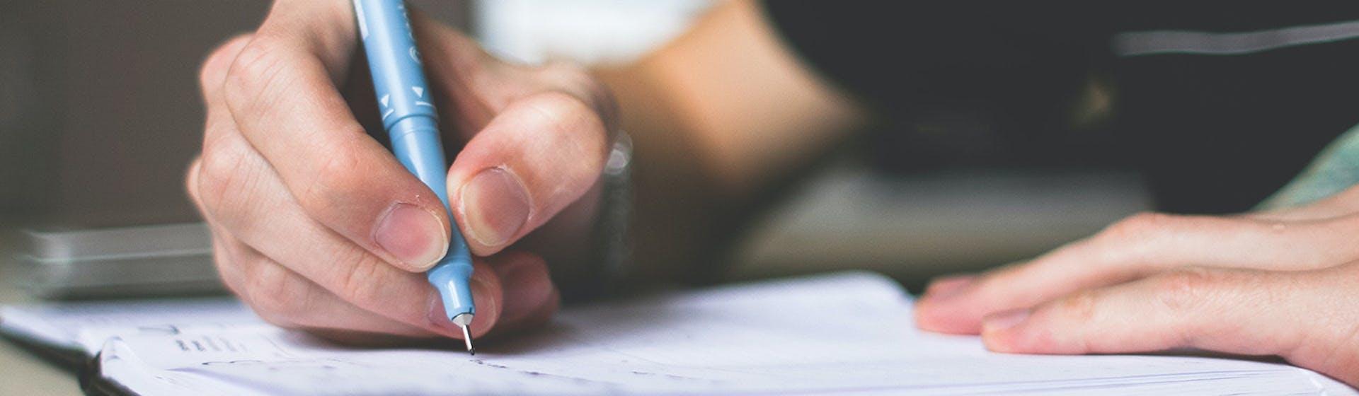 ¿Cómo utilizar conectores en inglés para lograr destacar en tus writings?