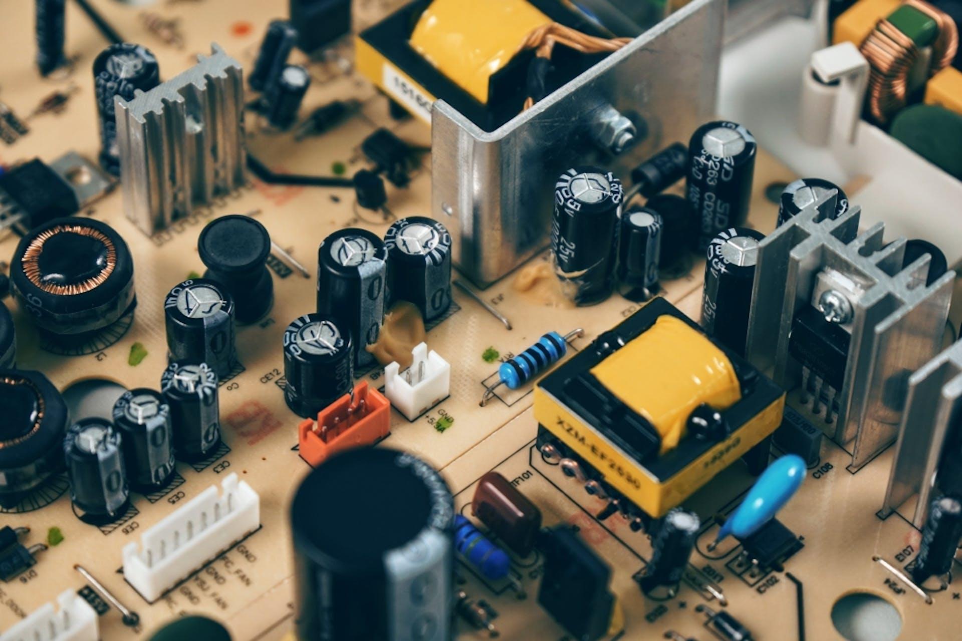 Circuitos eléctricos - qué son y cuáles son sus componentes