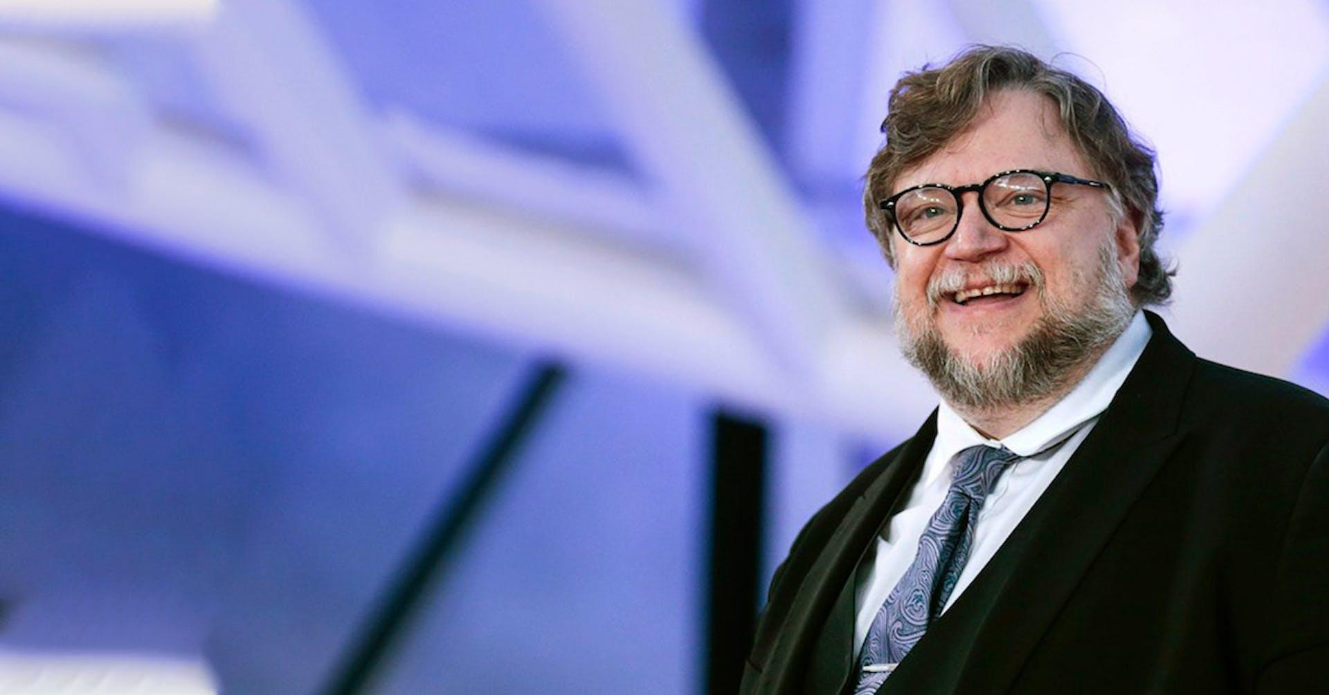 Guillermo del Toro otorga becas para estudiar cine