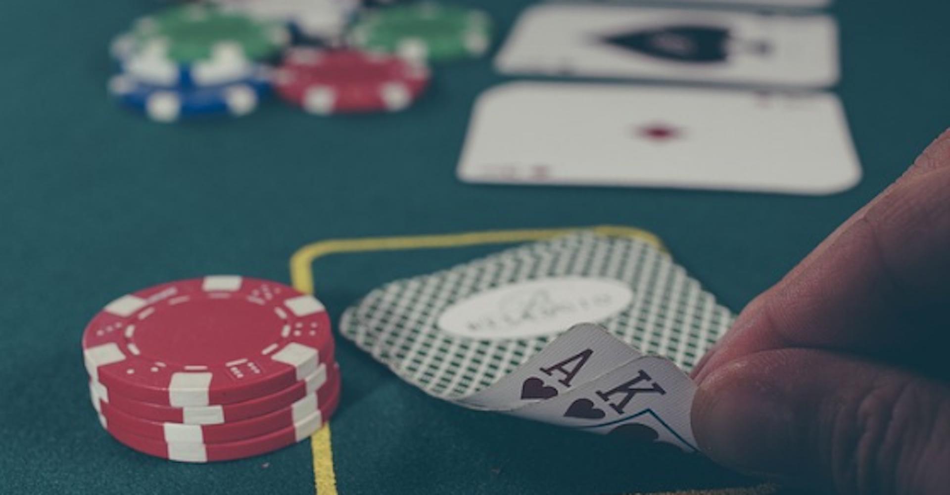 Domina las reglas del póker y gánale a todos tus rivales