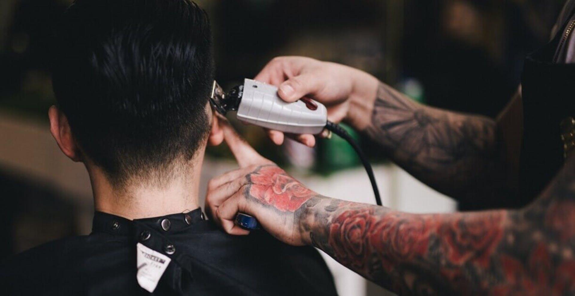 Conoce las técnicas de barbería que te convertirán en el barbero más cotizado