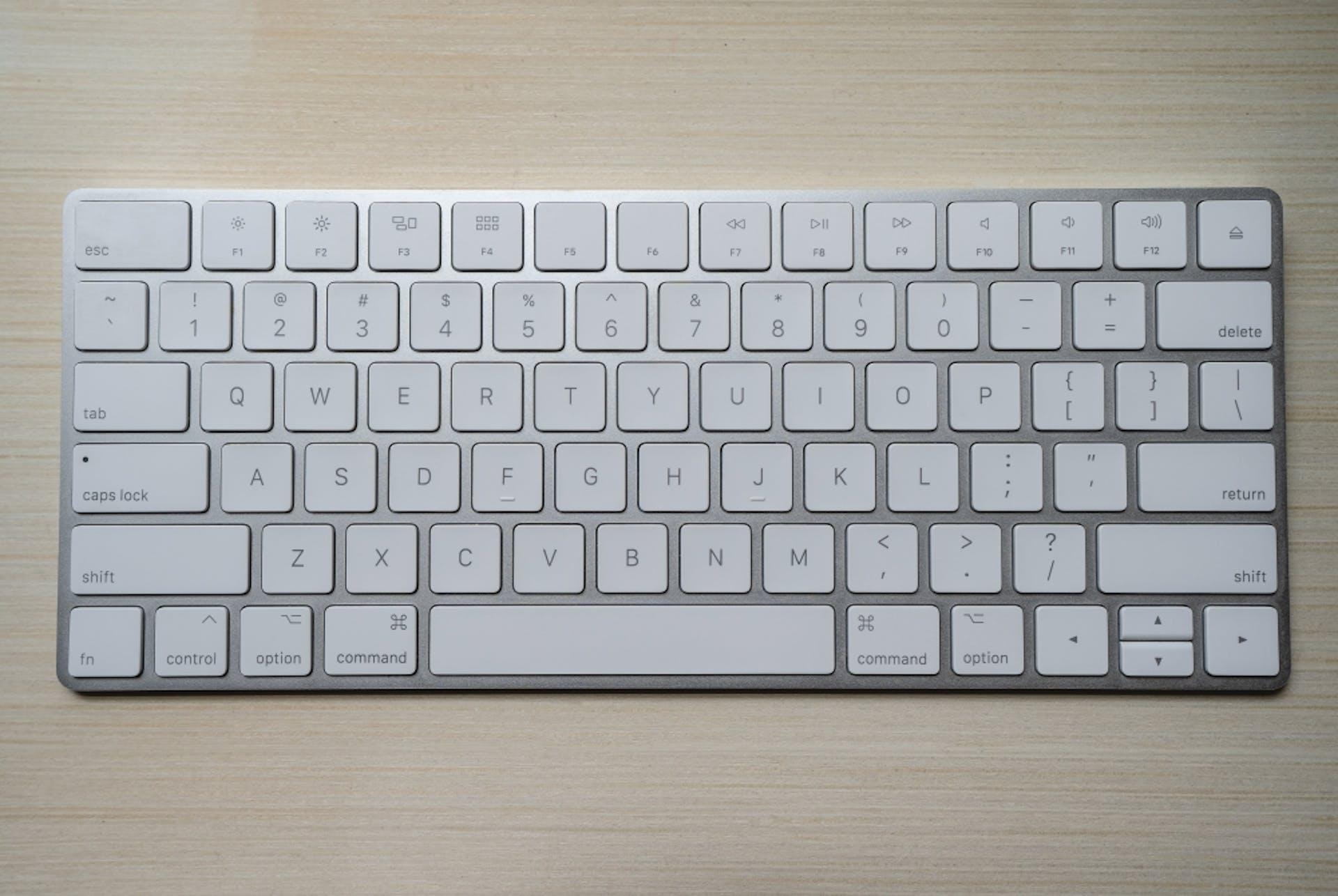 Aprende cómo poner acentos en tu laptop y despreocúpate de los teclados internacionales.